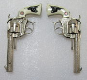 hubley tex cap gun set with belt and holsters 4