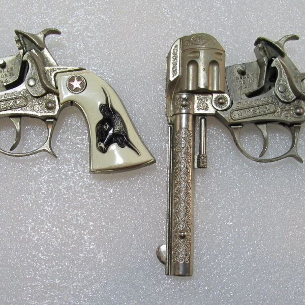 hubley tex cap gun set with belt and holsters 5