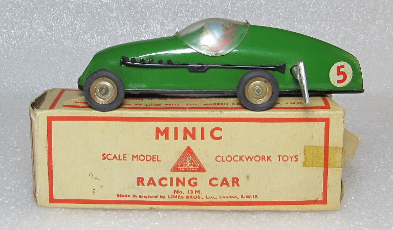 minic green wind-up racing car 1