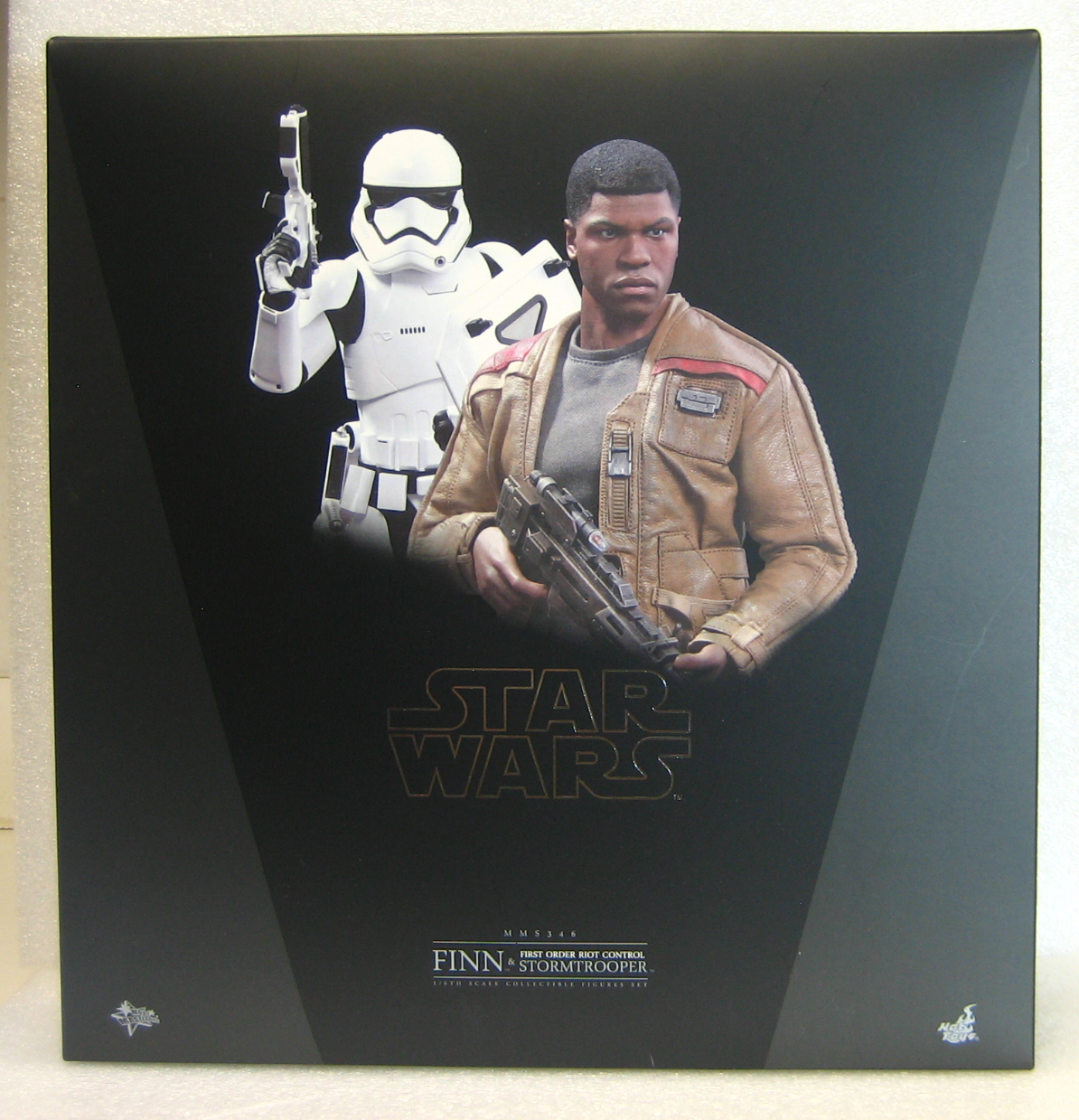 Hot Toys Star Wars Force Awakens Finn & Riot Control Stormtrooper 1:6 Scale Figure Set