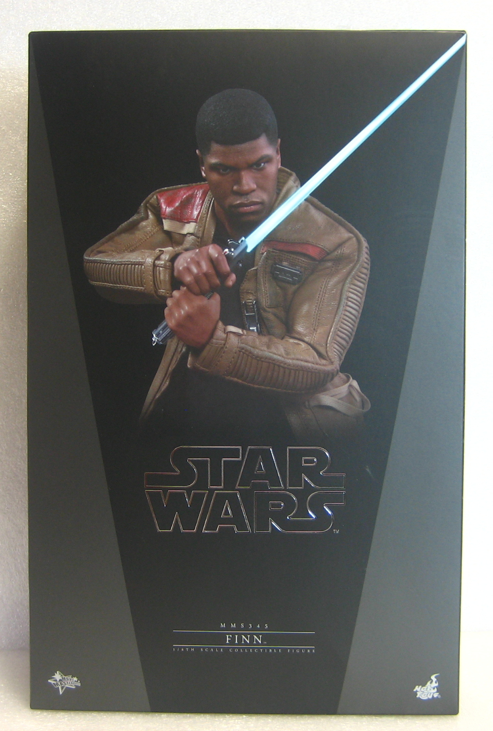 Hot Toys Star Wars The Force Awakens Finn 1:6 Scale Figure