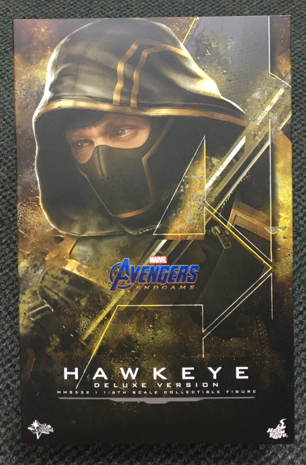 hot toys avengers endgame hawkeye deluxe 1:6 scale figure 1