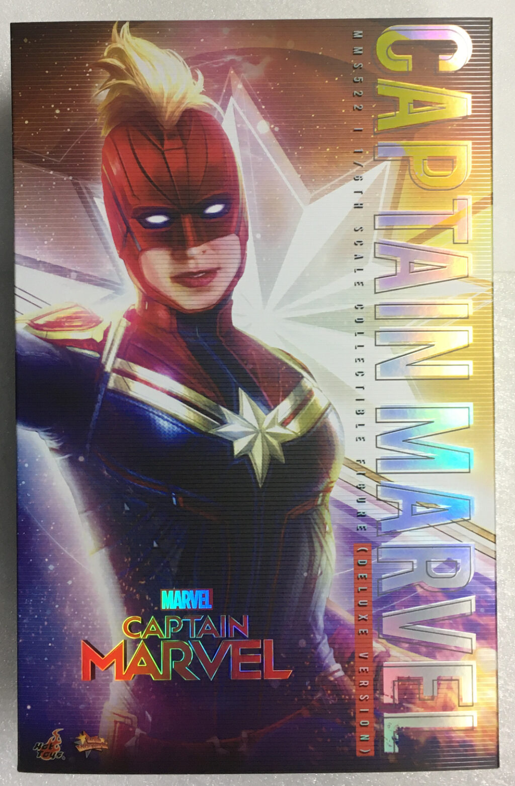 hot toys captain marvel deluxe 1:6 scale figure 1